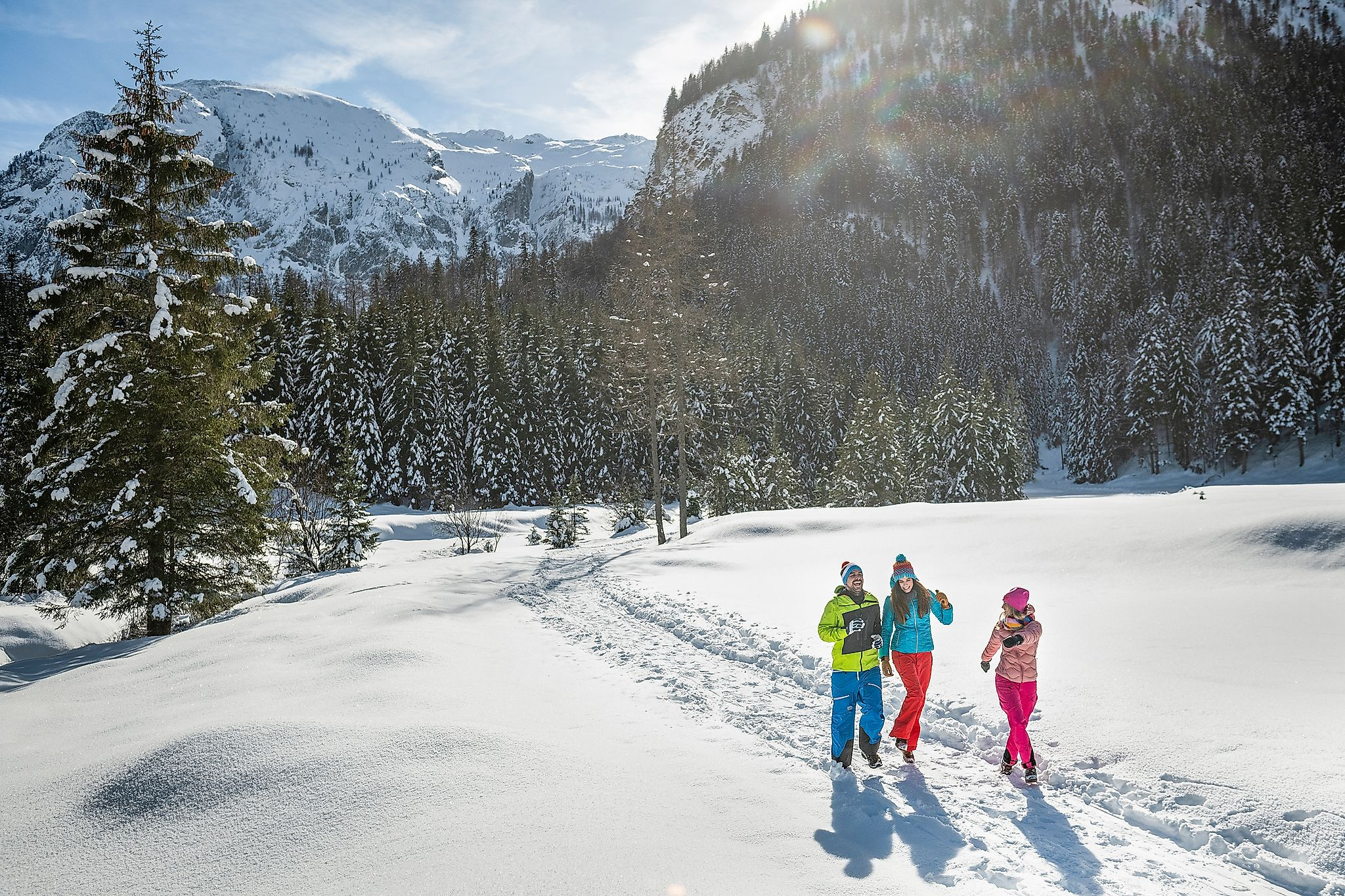 <p>Enjoy nature and soak up the sun during a leisurely walk in winter.</p>
