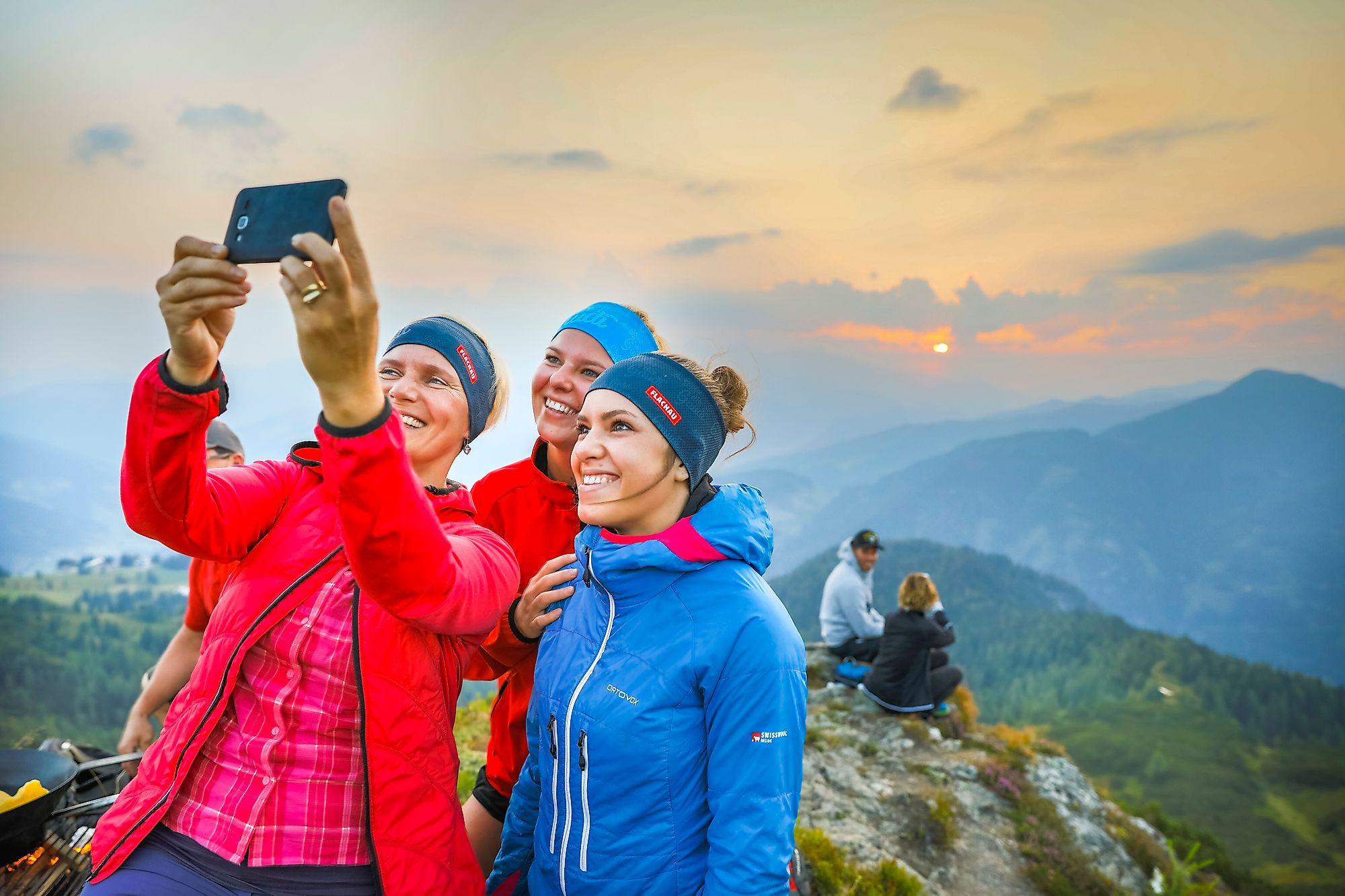 <p>Selfie bei der Sonnenaufganswanderung in Flachau. Diese coole Morgenstimmung in den Bergen muss man einfach festhalten</p>