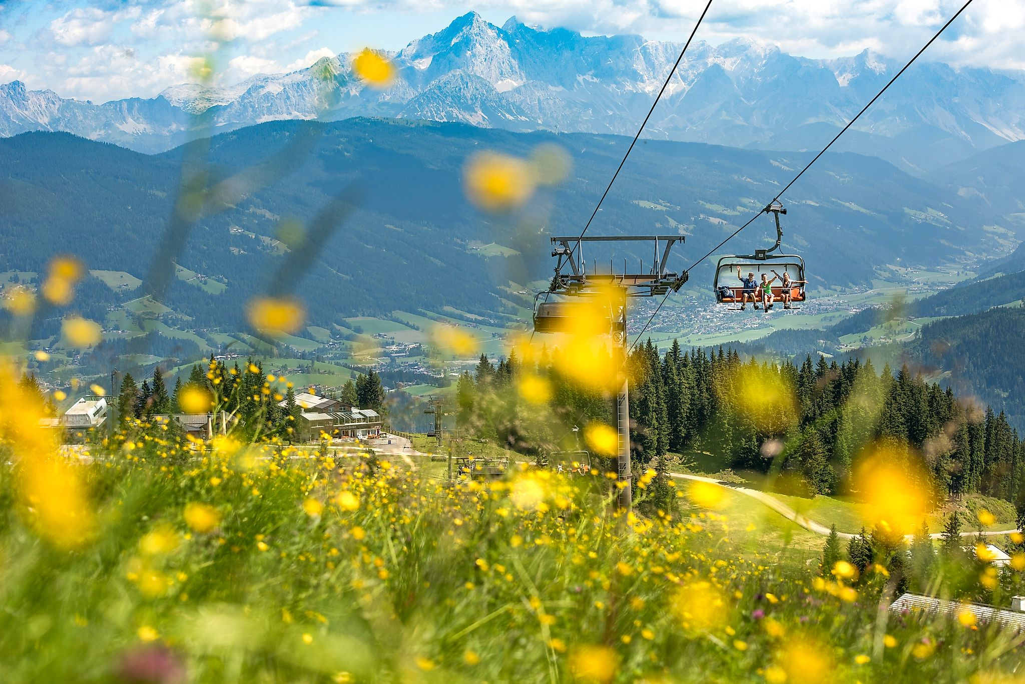 <p>The chairlift takes you comfortably to the Grießenkar hiking area in summer.</p>
