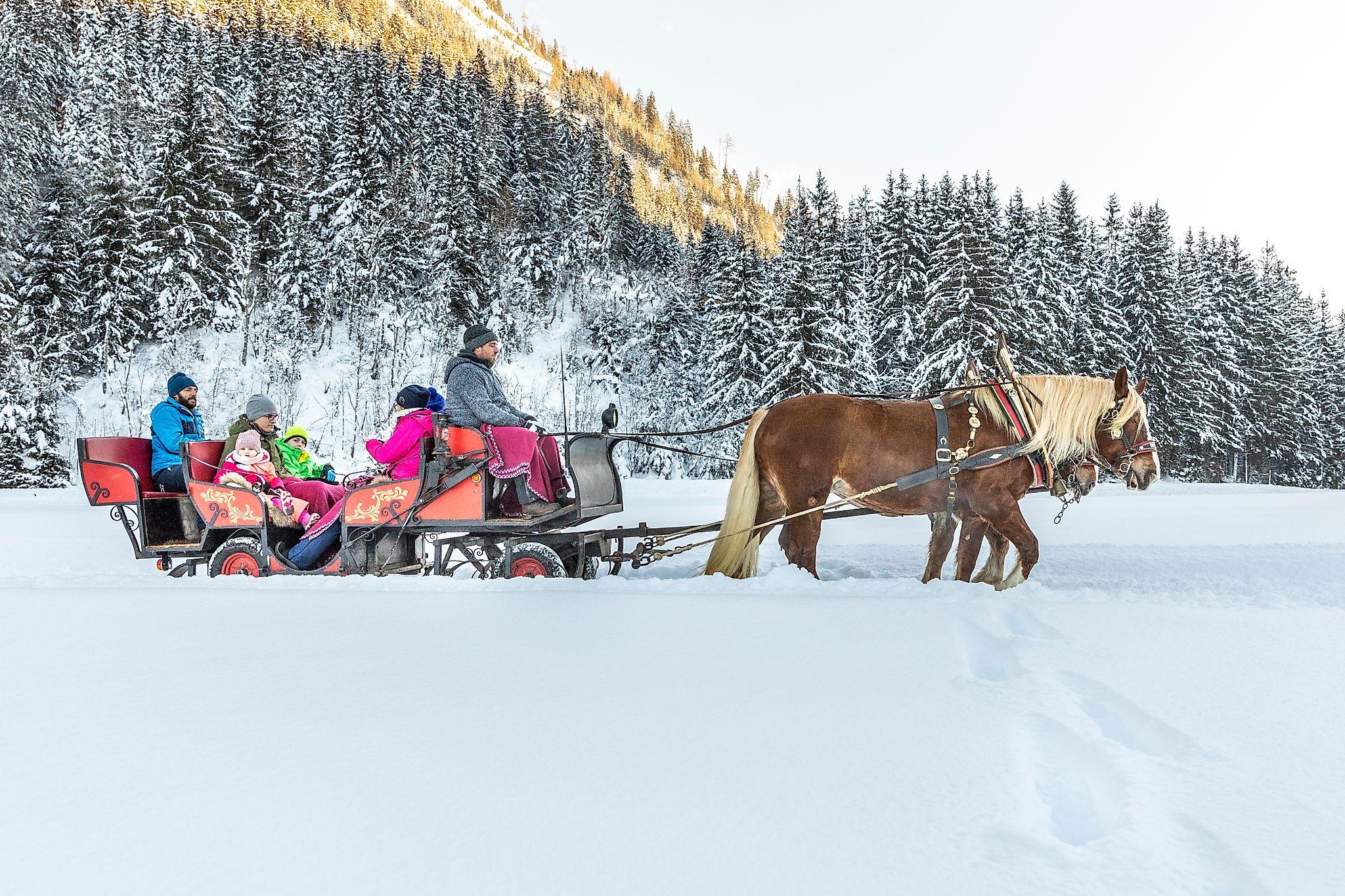 <p>Romantische Pferdeschlittenfahrt durchs winterliche Flachautal</p>