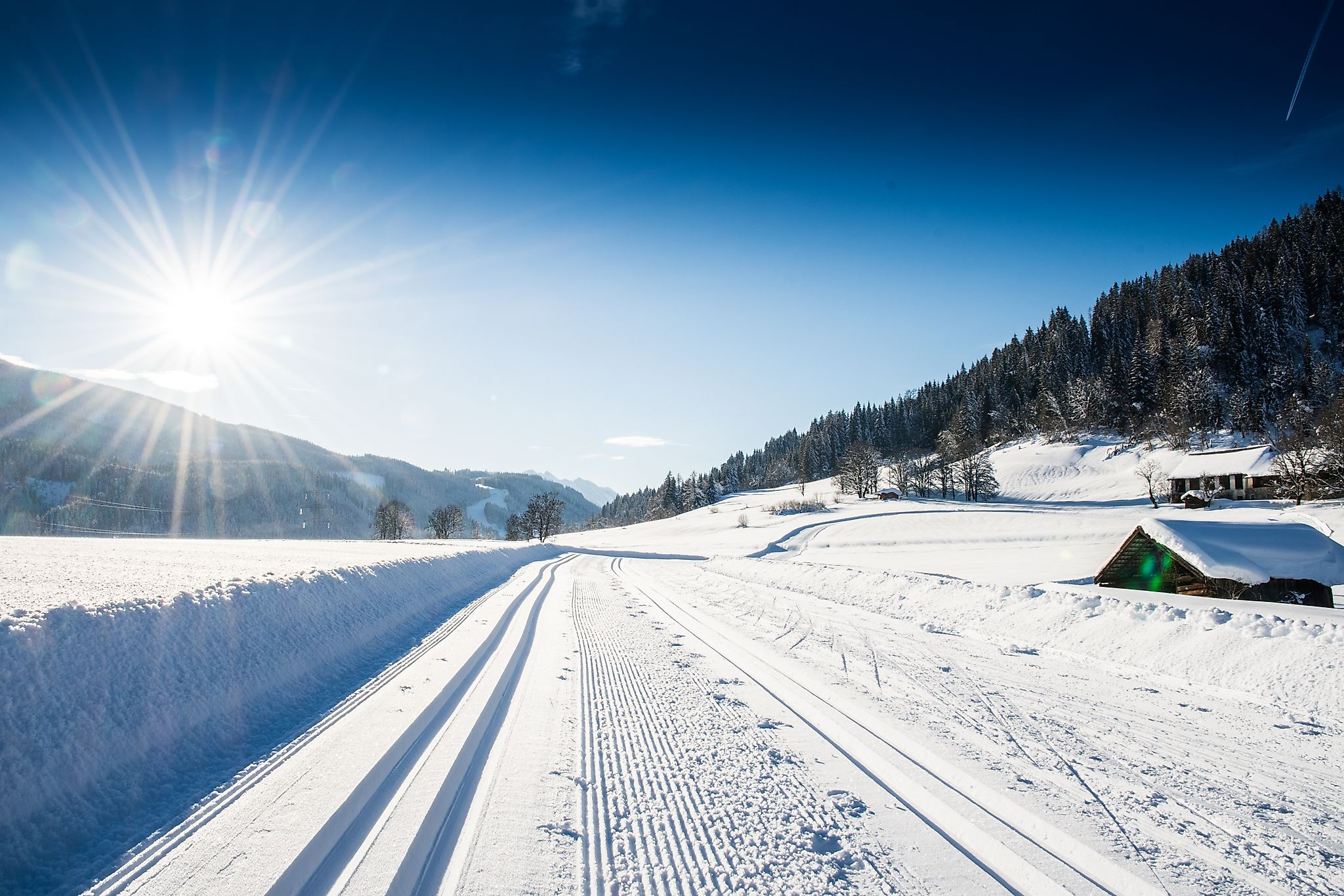 <p>The Schloss Höch cross-country ski track in Reitdorf - cross-country skiing and enjoying the nature around the idyllically situated Schloss Höch.</p>